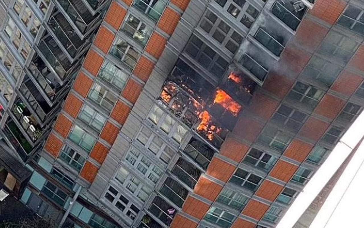 19 katlı binada yangın çıktı! Dumanlar gökyüzünü sardı