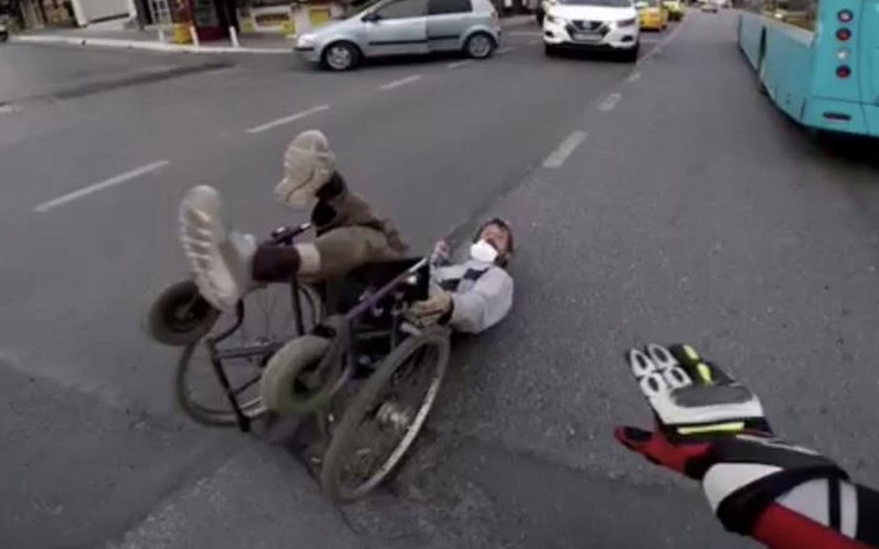 İstanbul'da 'insanlık ölmüş' dedirten görüntü! Trafiğin ortasında dakikalarca bekledi