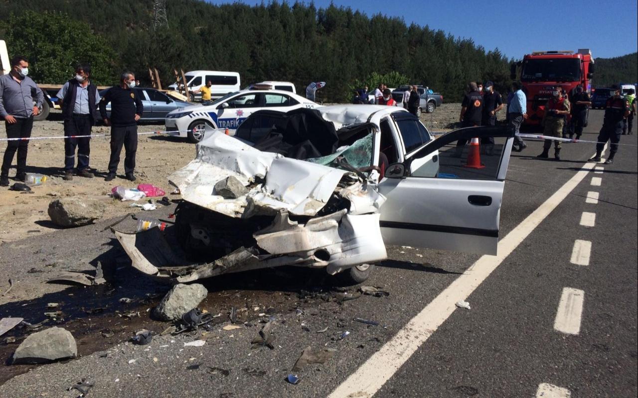 Kahramanmaraş'ta kamyona çarpan otomobilde aynı aileden 4 kişi öldü