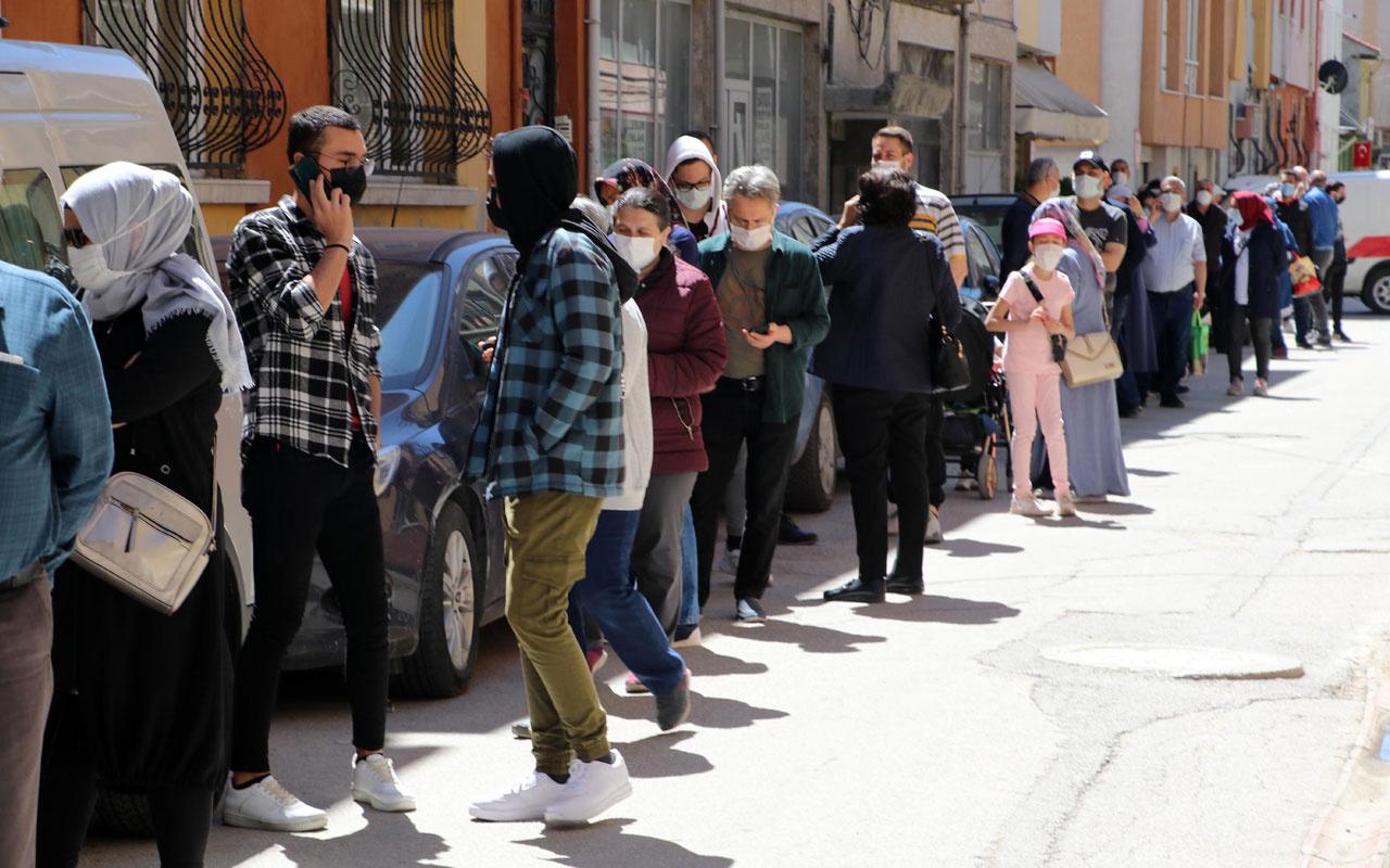 Eskişehir'de 'uygun fiyatlı baklava' koronavirüs tehlikesini unutturdu