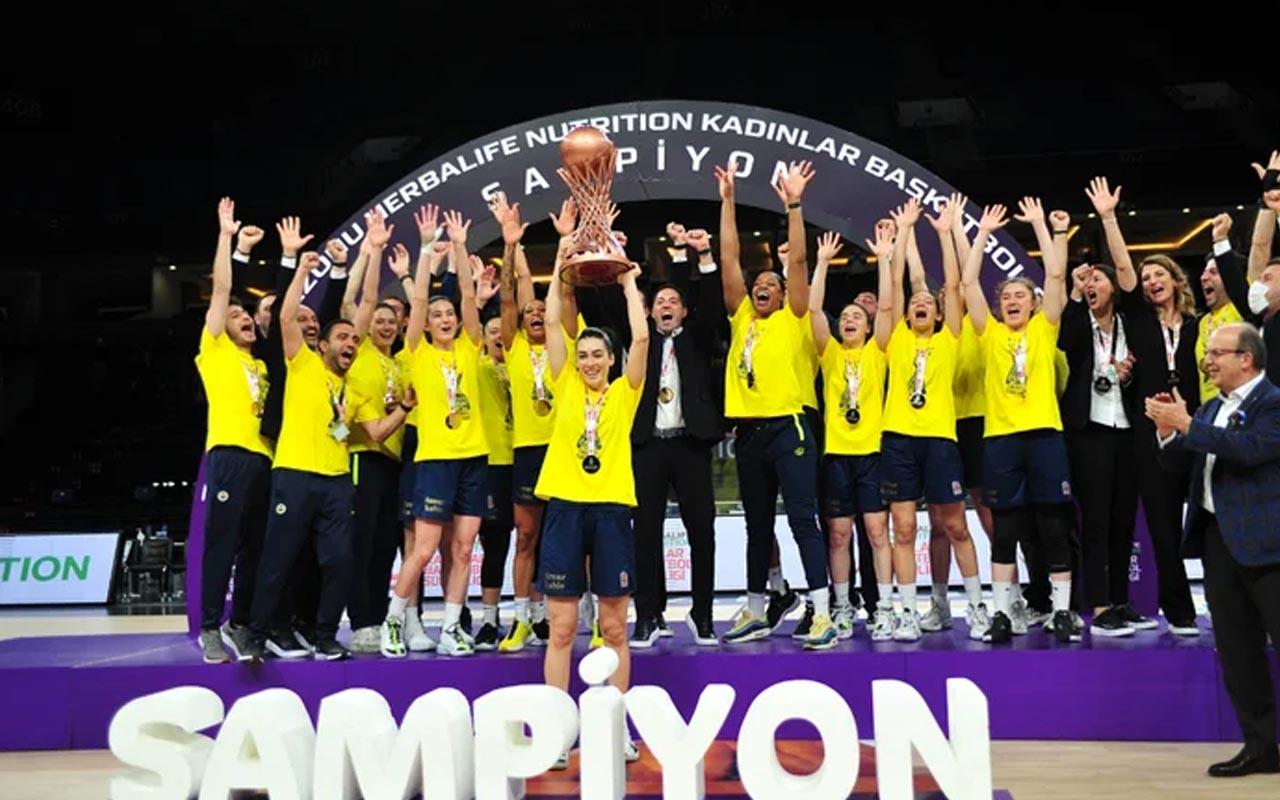 Fenerbahçe Öznur Kablo, Galatasaray'ı yendi şampiyon oldu
