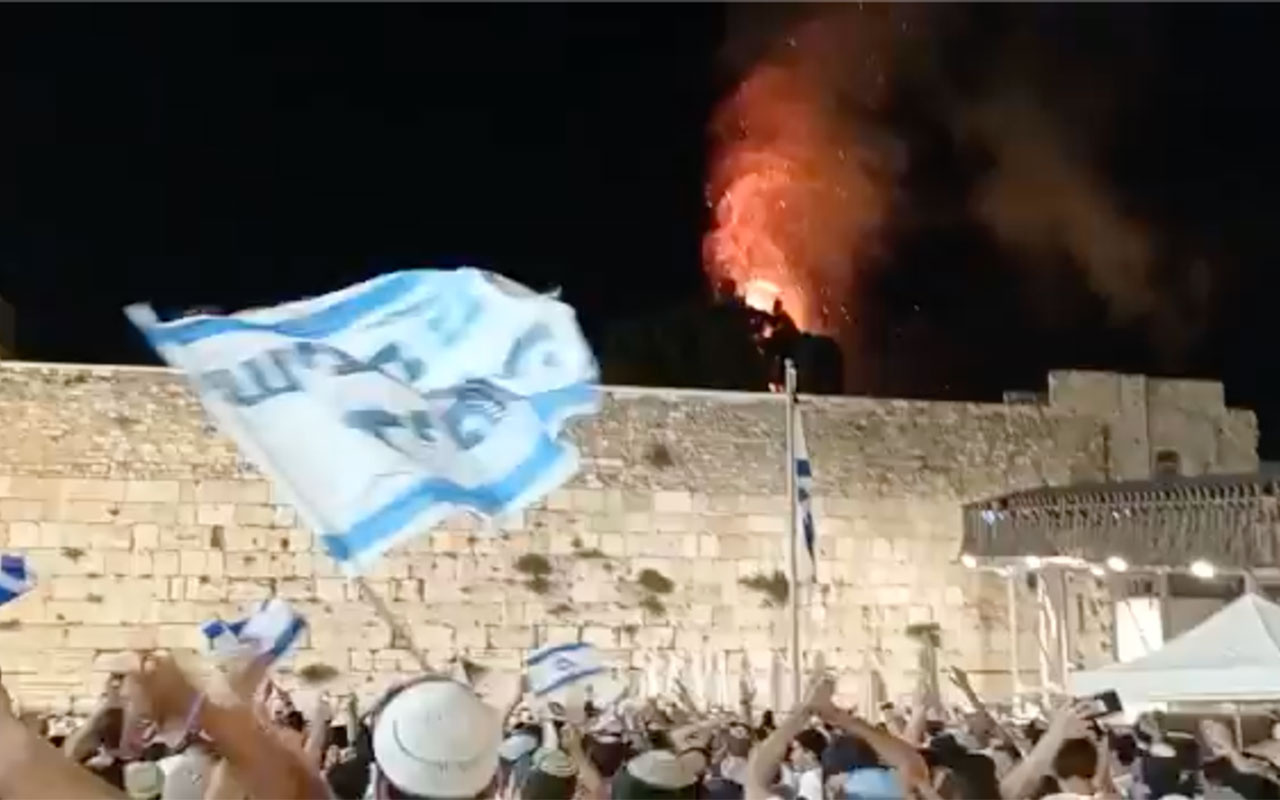 Yahudi barbarlığı! Mescid-i Aksa yanıyor sanıp çılgınca eğlenciler