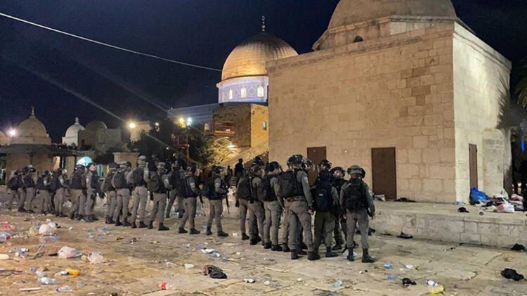 İsrail polisinin Mescid-i Aksa'ya saldırısına tepkiler çığ gibi Bergüzar Korel bakın ne yazdı