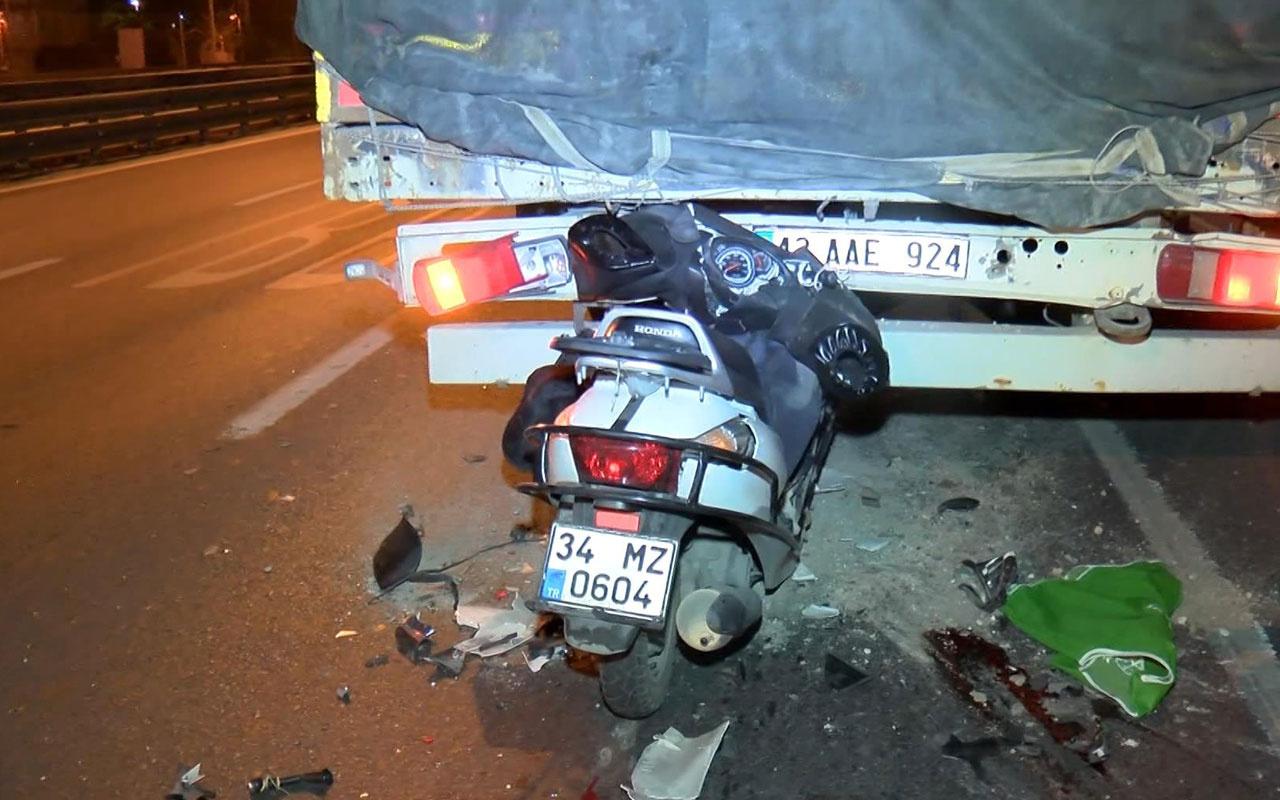 Motosiklet TIR'a ok gibi saplandı: 1 ölü, 1 yaralı