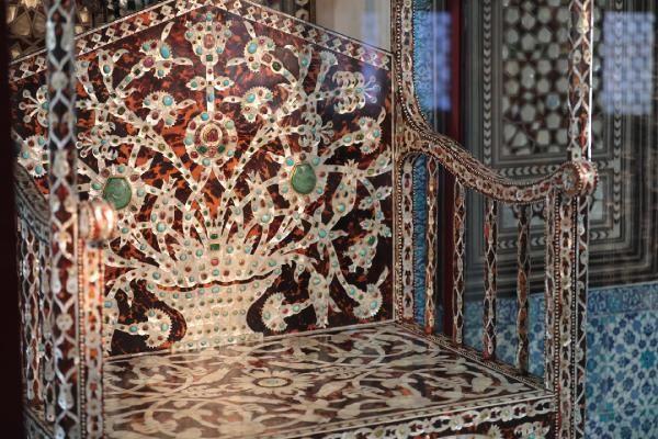 Topkapı Sarayı'nda 'Arife Tahtı' sergilenmeye başlandı! Gören bir daha dönüp bakıyor