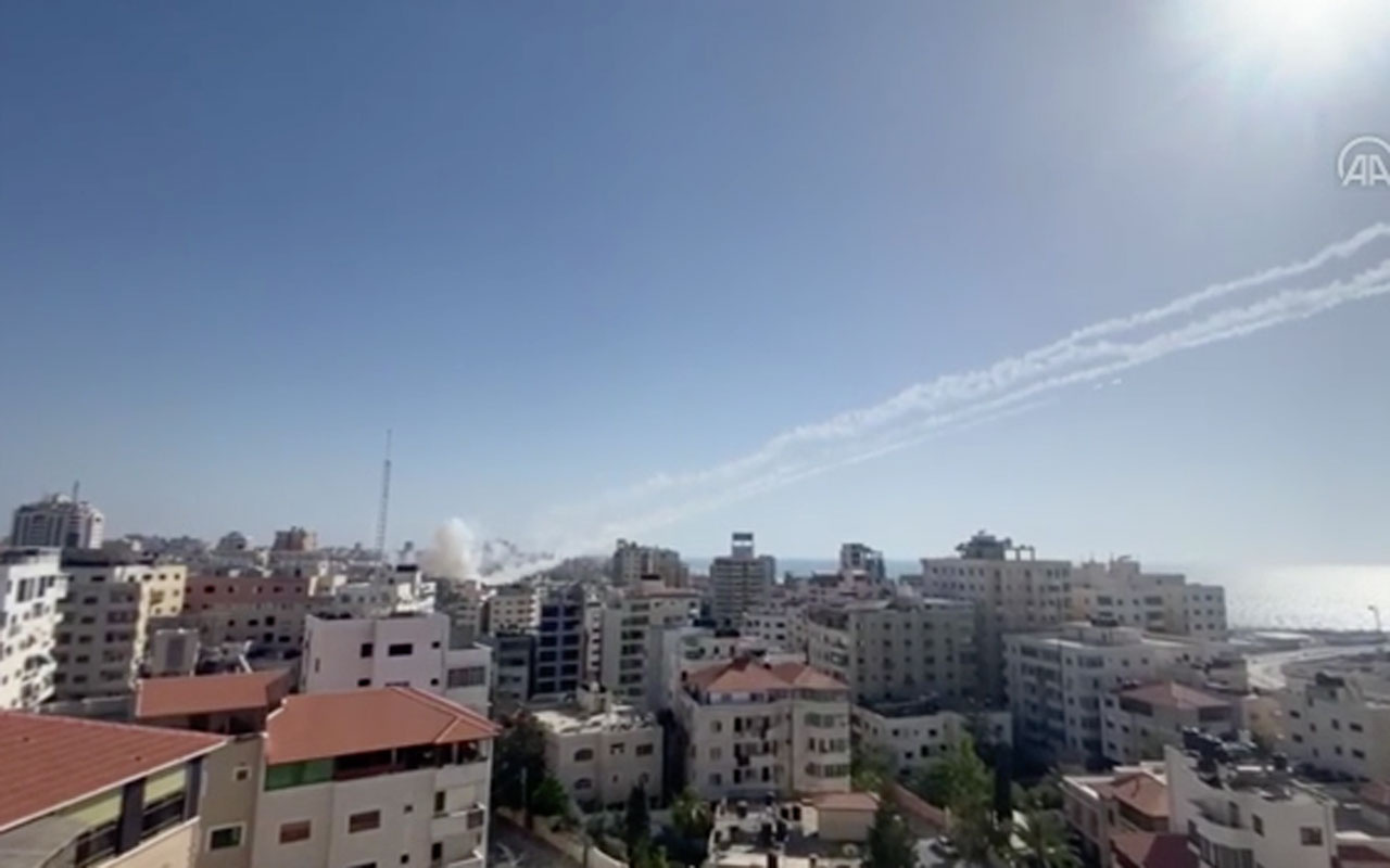 Gazze'den İsrail'e roket atışları böyle görüntülendi