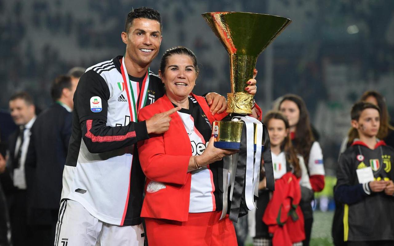 Ronaldo'nun yeni adresini annesi açıkladı