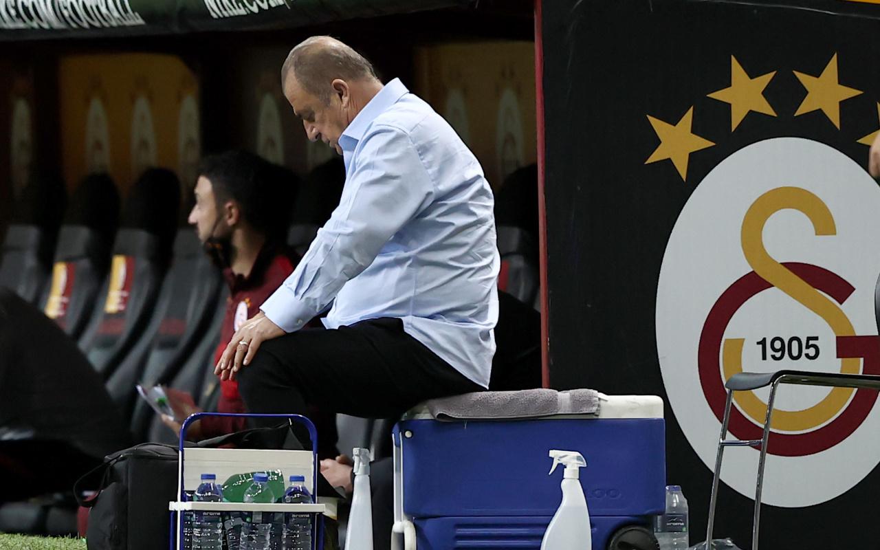 Galatasaray'da teknik direktör Fatih Terim ve 12 oyuncu boşa çıktı