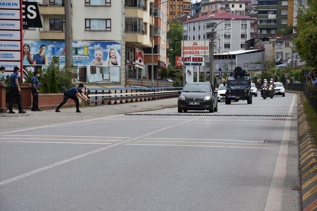 Görenler soygun var sandı! Trabzon'da polis ekiplerinin silahlı soygun tatbikatı gerçeği aratmadı