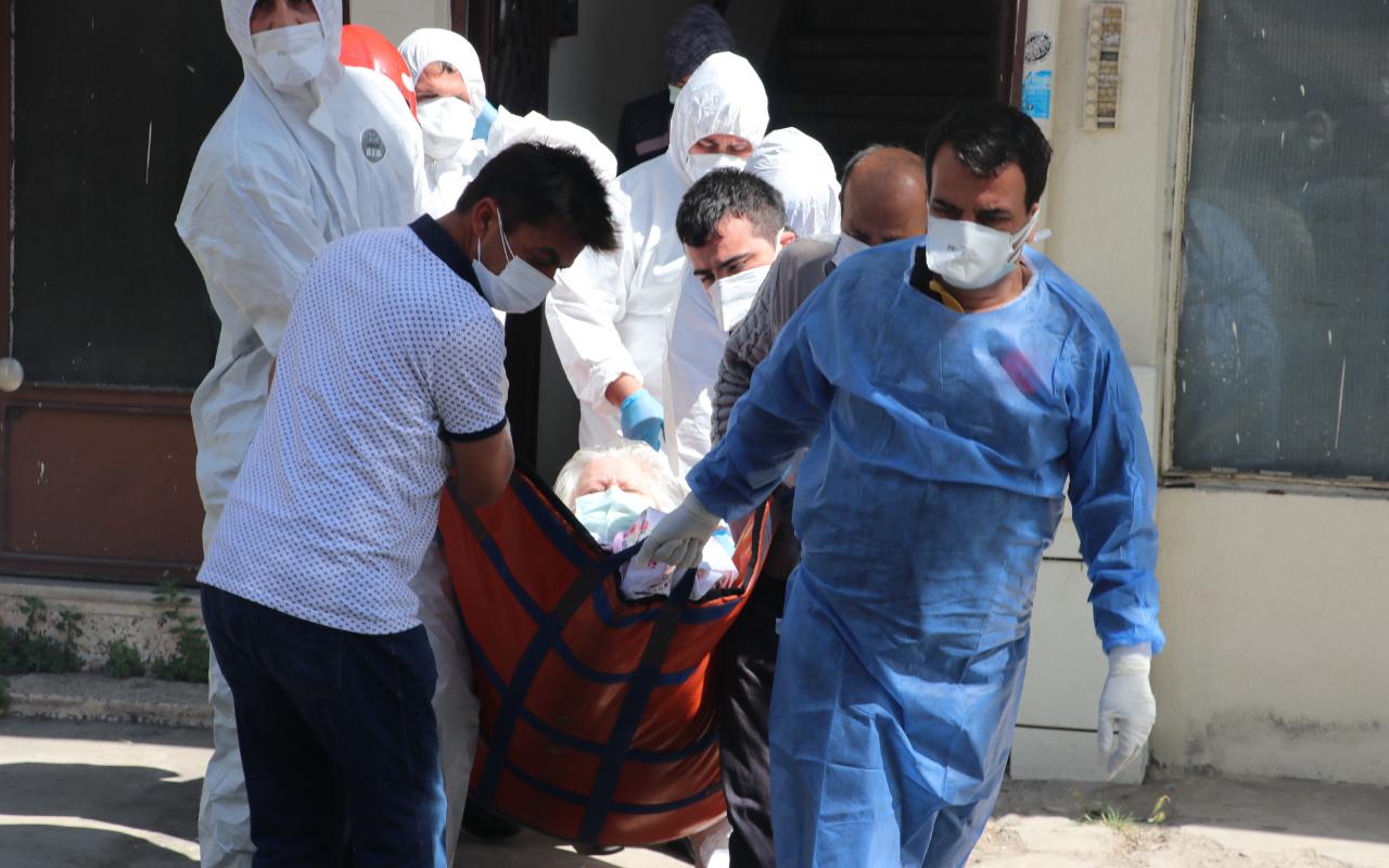 Kocaeli'de 200 kiloluk koronavirüslü hastaya film gibi kurtarma operasyonu