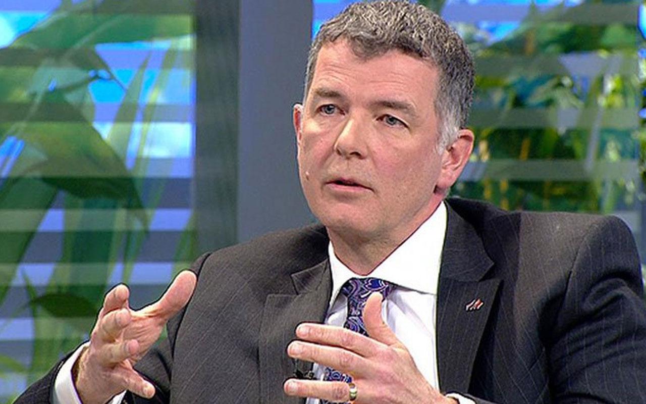 İngiltere'nin eski Türkiye büyükelçisi  Richard Moore Beşiktaş'ı kutladı