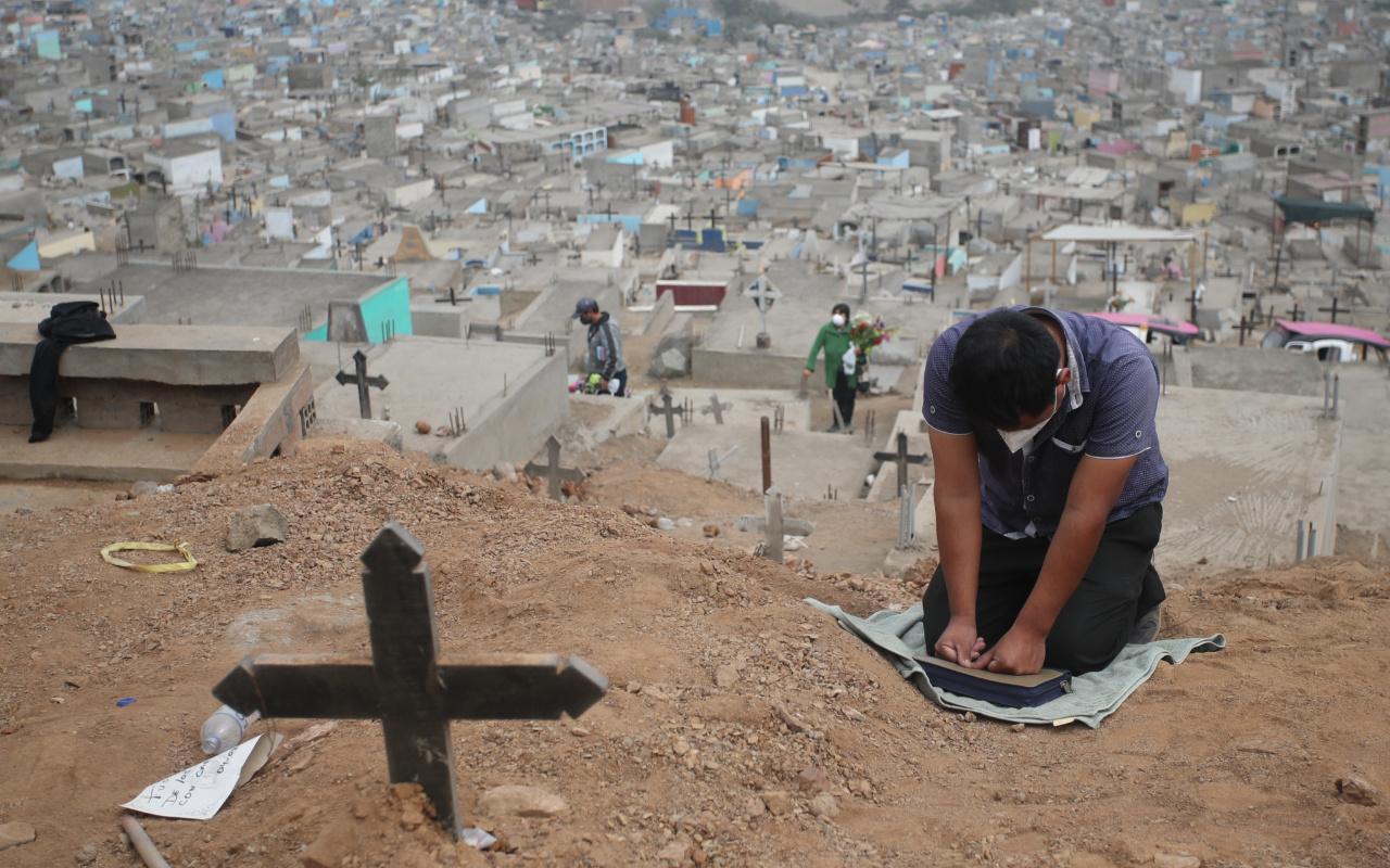 Peru'da koronavirüs salgınında ölü sayısının artması nedeniyle mezarlıklarda yer kalmadı