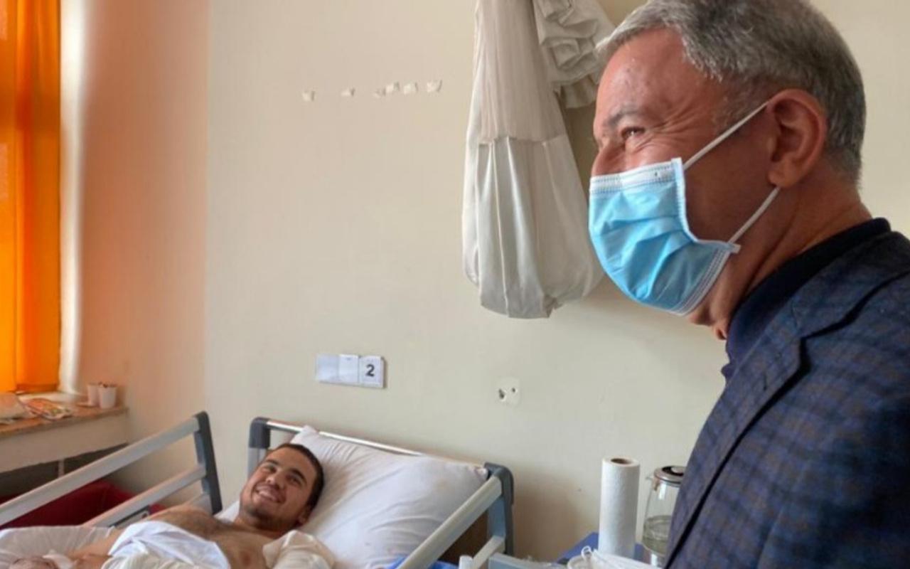Bakan Akar, 'Pençe' operasyonlarında yaralanan askerleri ziyaret etti