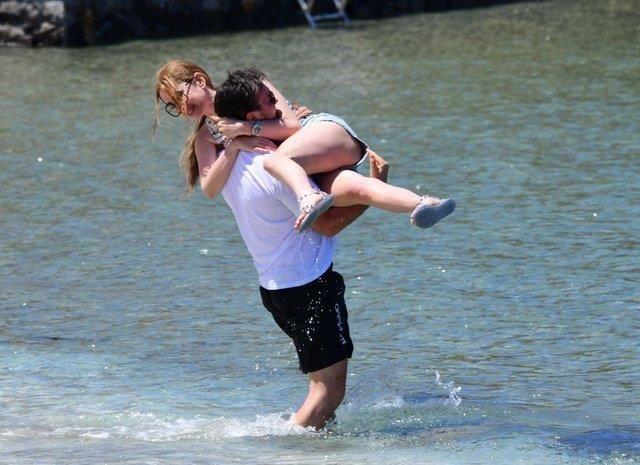 Bodrum'da tatil keyfi Mustafa Ceceli aşka geldi Selin İmer'i öpücüklere boğdu