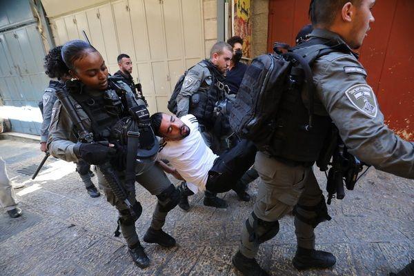İsrail polisi Filistinlilere saldırdı! Tazyikli pis su sıkıldı