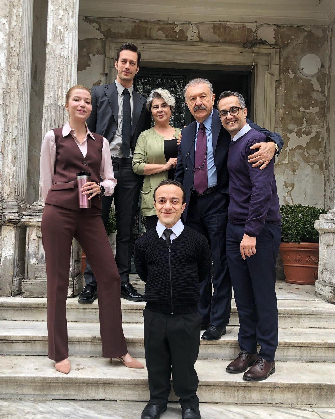 Camdaki Kız'ın başrolü Feyyaz Şerifoğlu Ajda Pekkan'la diziyi izledi bakın ne paylaştı