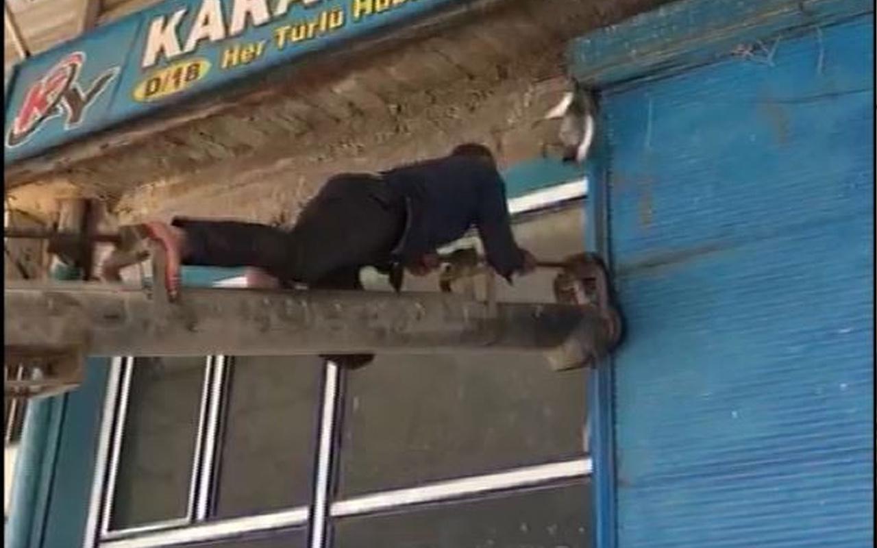 İpe asılı kaldı! Şanlıurfa'da duyarlı vatandaş yardımına koştu