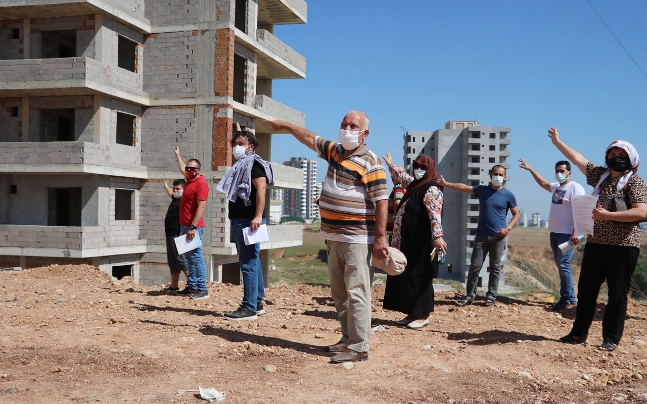 Adana'da yeni ev için eski evini satan kadın kapıcı dairesinde oturuyor