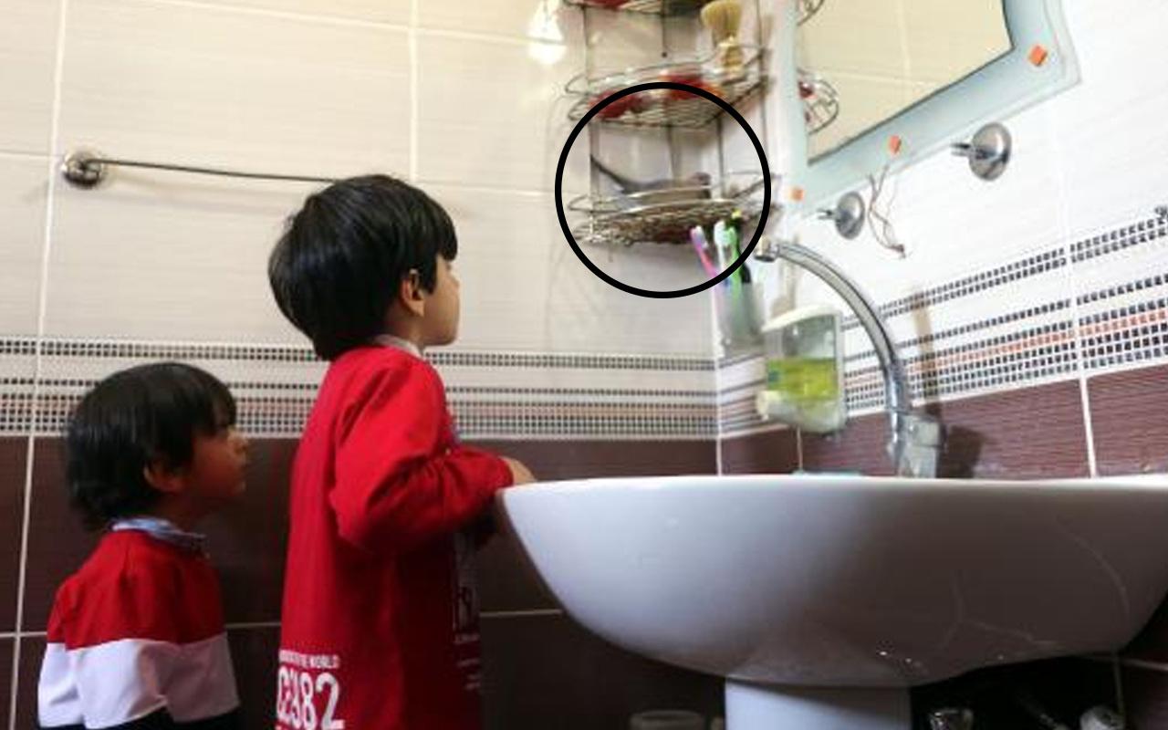 Evin banyosuna yuva yapan kumrular Hakkarili aileyi şaşırttı