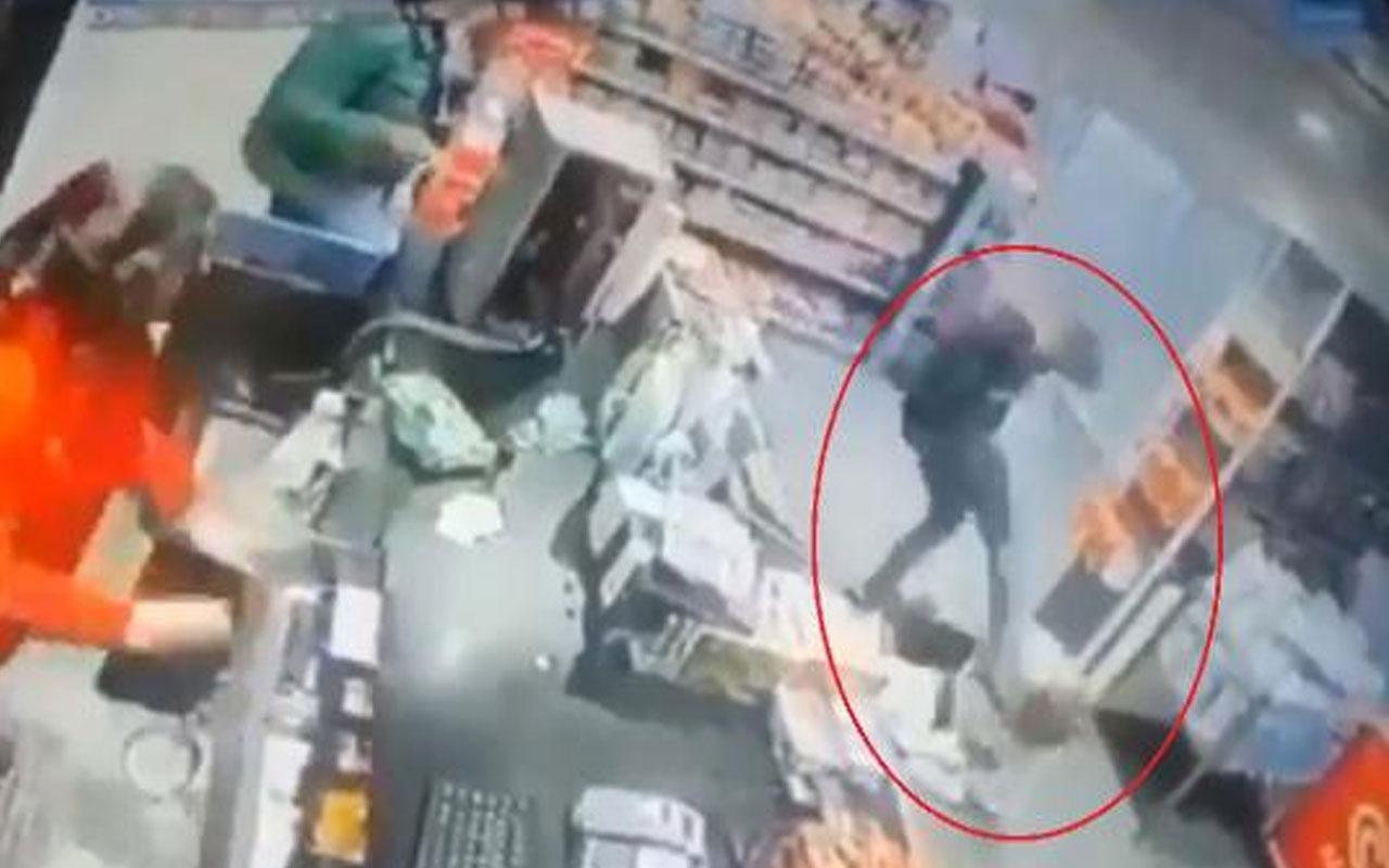 Yozgat'tan kan donduran görüntü! Markette eski sevgilisini tekme tokat dövüp, boğazına bıçak dayadı