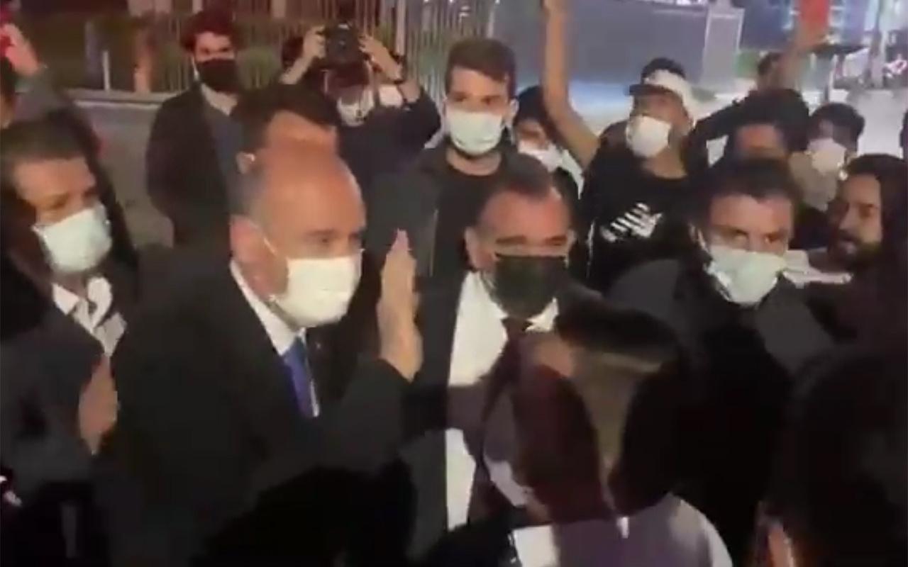 Bakan Soylu'nun yayını sonrası vatandaşlar destek için Habertürk binasının önünde toplandı