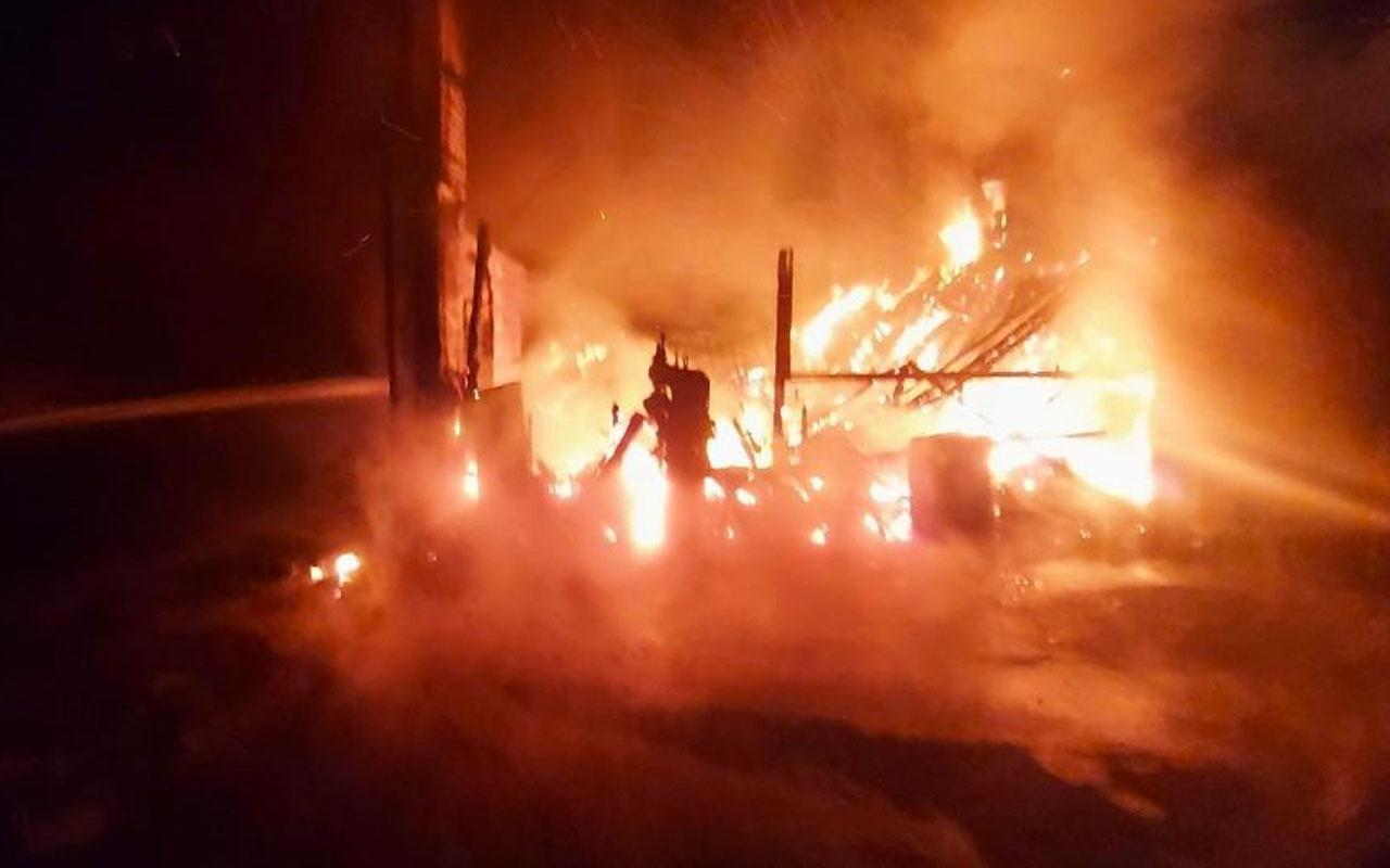 Kocaeli'nin Gebze ilçesine kereste fabrikası alev alev yandı