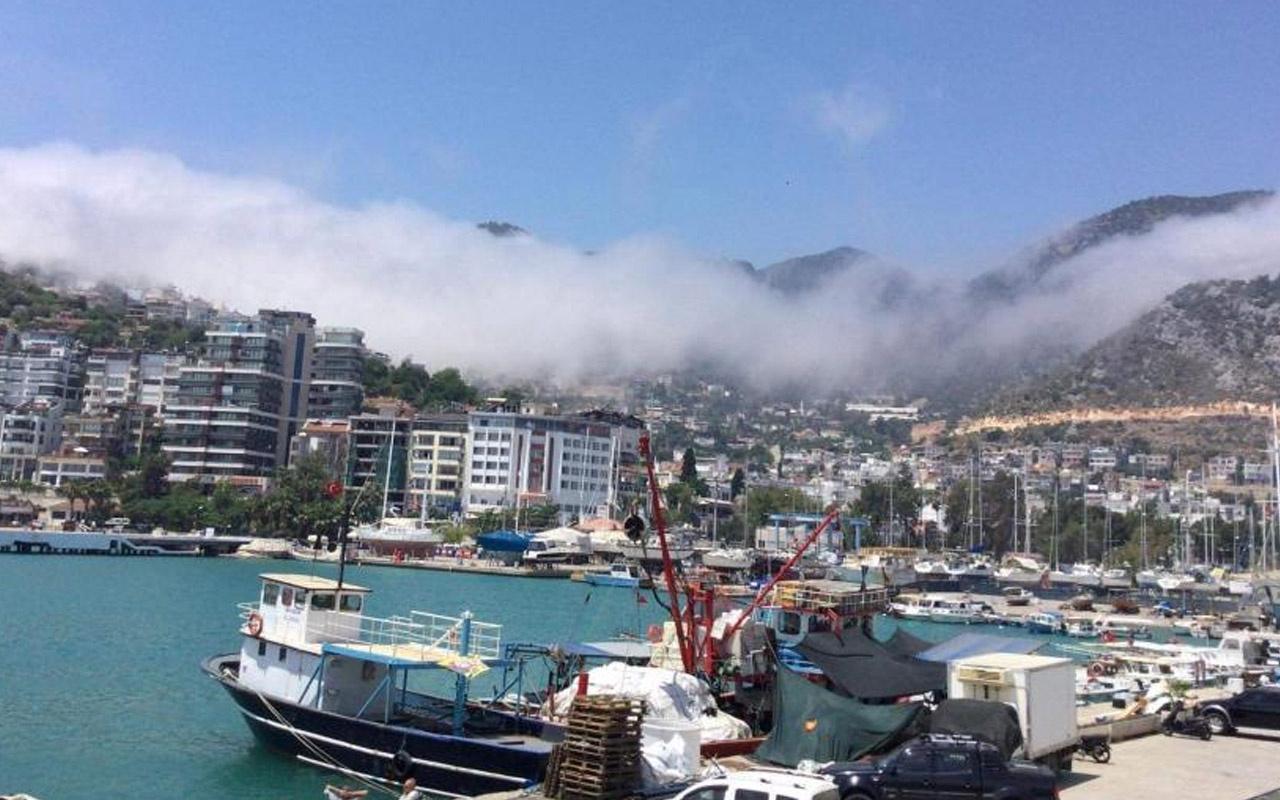 Antalya'da gökyüzünde ürküten doğa olayı! Görenler telefona sarıldı
