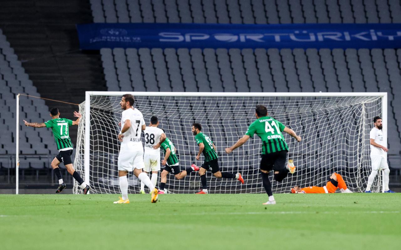 TFF 1. Lig'e yükselen son takım Sakaryaspor'u farklı yenen Kocaelispor oldu