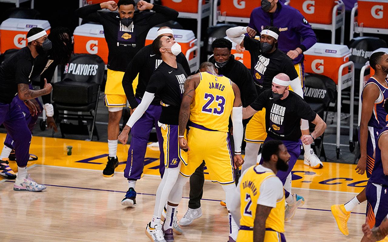 Los Angeles Lakers seride öne geçti!