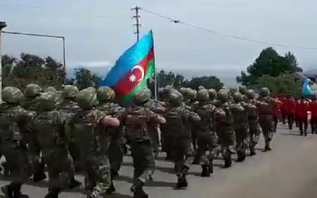 Abdullah Ağar paylaştı! Türk askeri Azerbaycan'ın Cumhuriyet Günü'nde yürüyüş yaptı