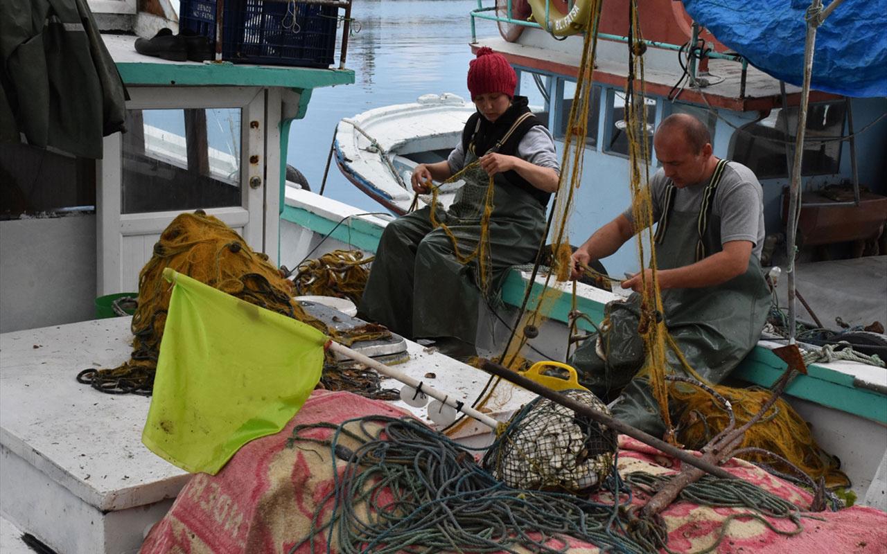 Karadeniz'de kadın ele değmeden olmuyor! Yıpranan ve yırtılan ağları onlar onarıyorlar