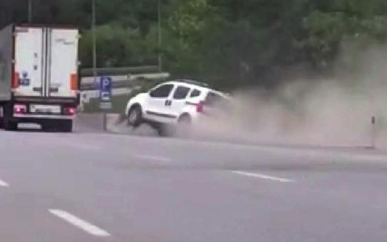 Samsun'da trafikte yol verme inatlaşması! Kaza anı kamerada