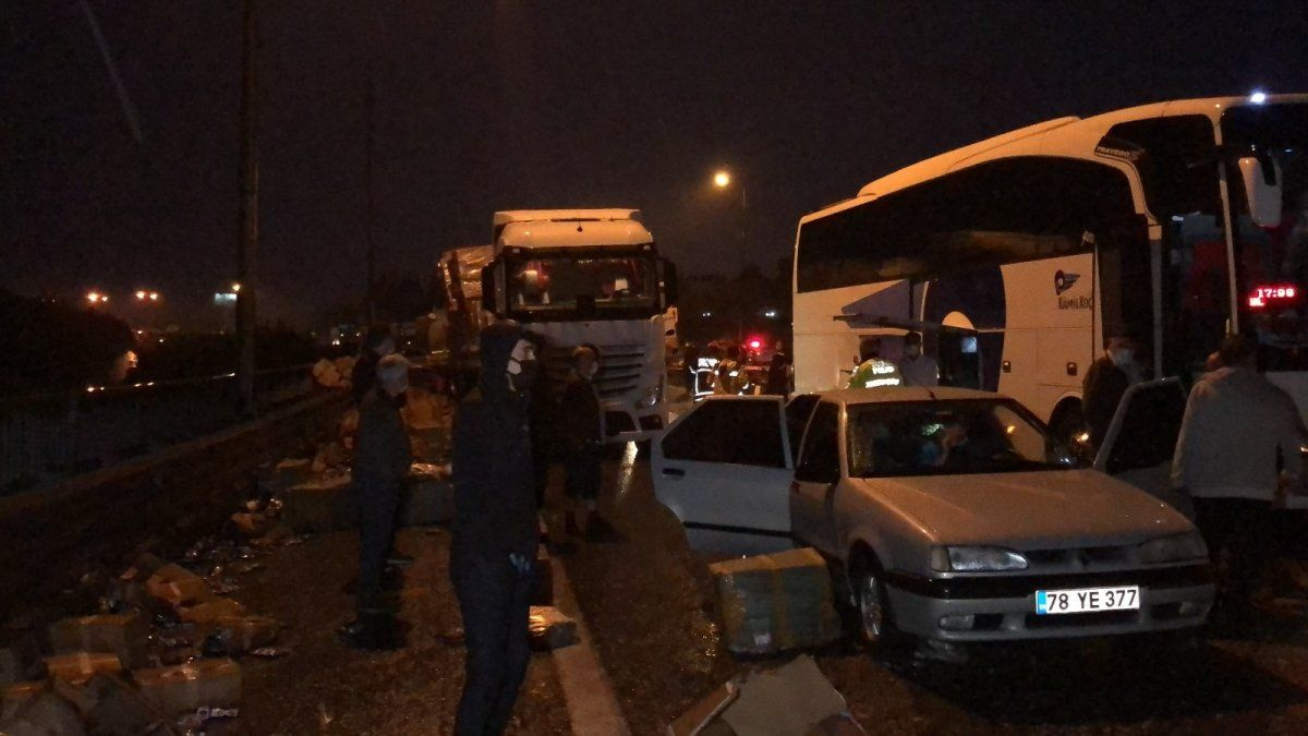 TEM'de 26 aracın birbirine girdiği feci kaza! İstanbul yönü trafiğe kapandı