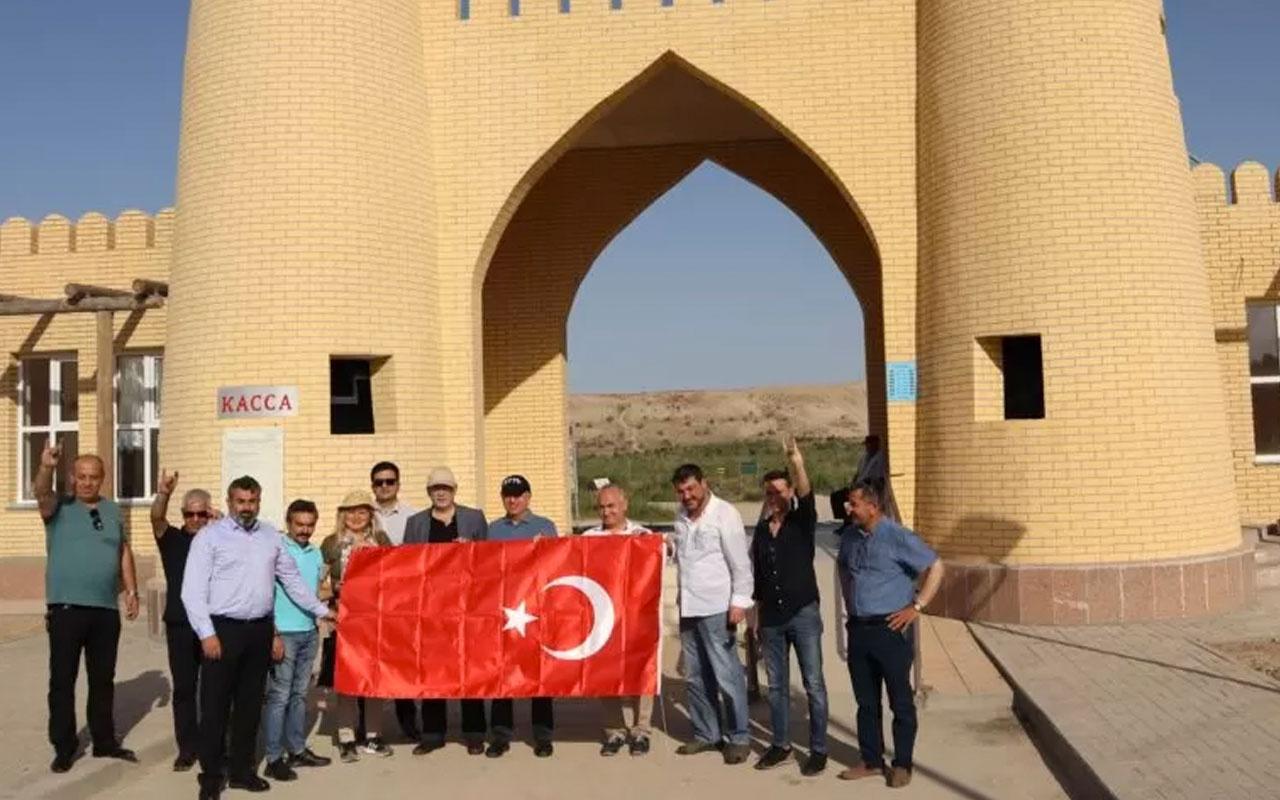 Ümit Özdağ Ayyıldız Hareketini Türkistan'daki Hoca Ahmet Yesevi Türbesi'nden başlattı
