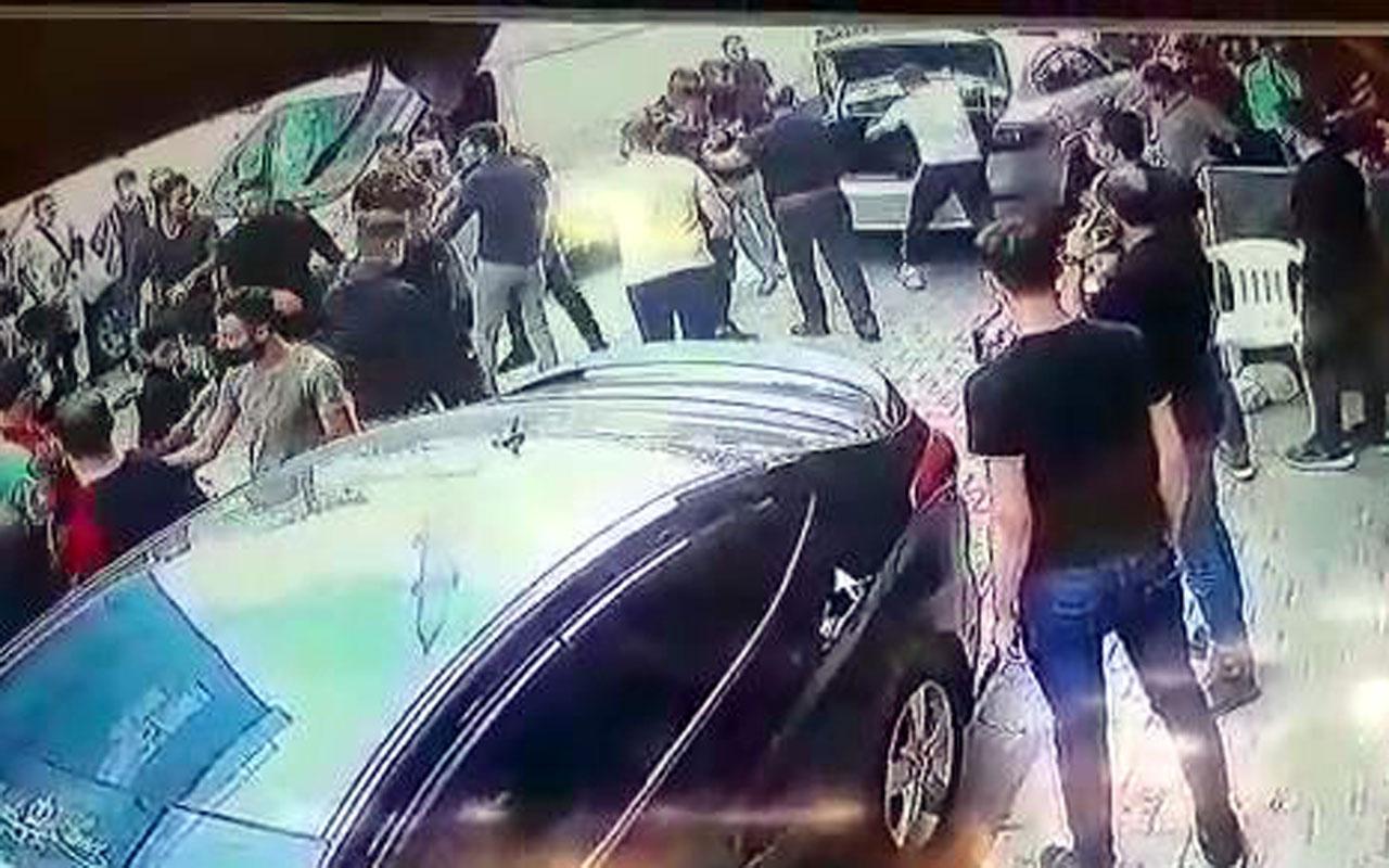 Esenyurt'ta Suriyeli 2 aile sokak ortasında demir sopalarla birbirine girdi o anlar kamerada