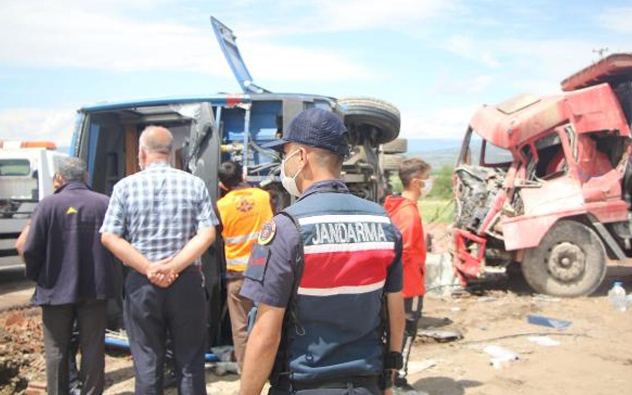 Samsun'da vahim kaza! Cezaevi aracı kamyonetle çarpıştı: 5'i asker 10 yaralı