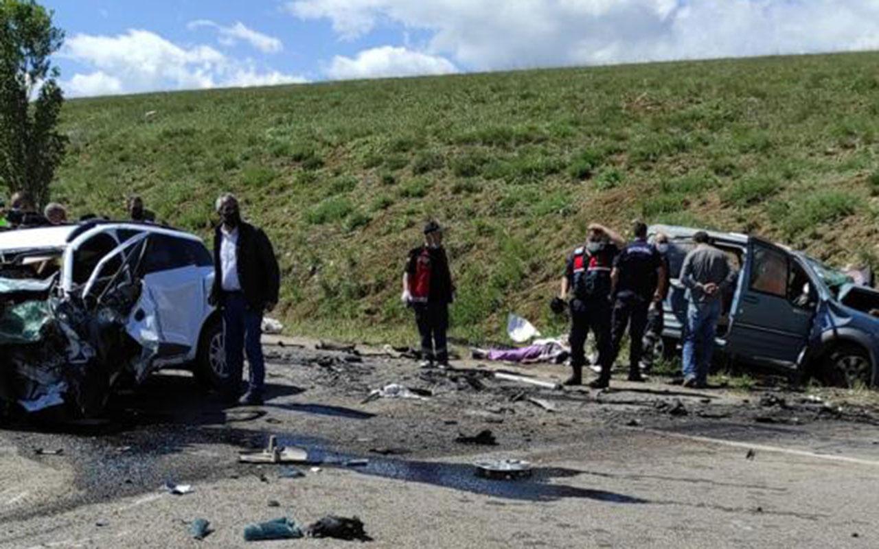 Sivas'ta katliam gibi kaza! 9 kişi hayatını kaybetti
