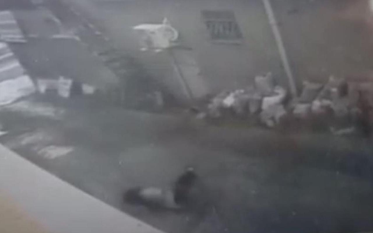 Arnavutköy'de genç kızın çalıştığı iş yerinin camından düştüğü anlar kamerada