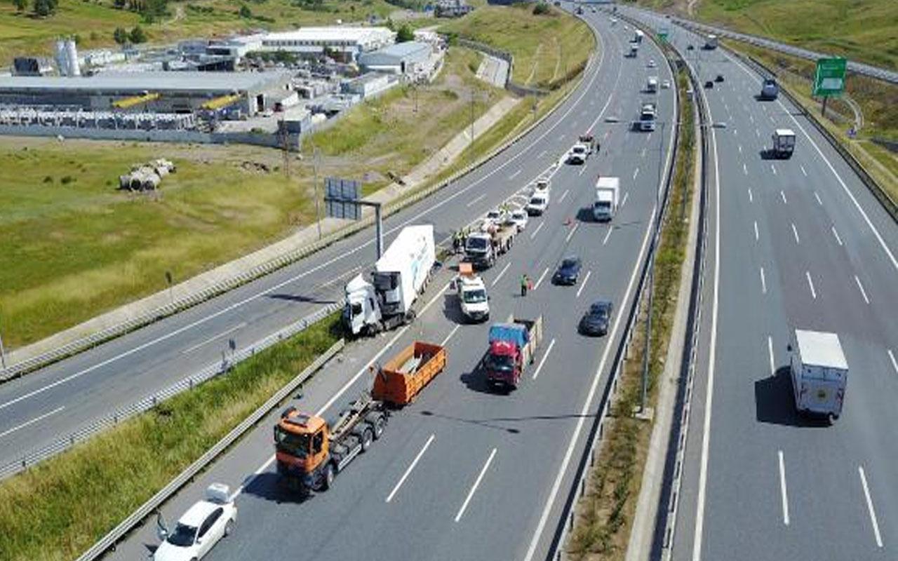 Feci kaza! Sancaktepe Kuzey Marmara Otoyolu'nda TIR bariyerlere çarptı