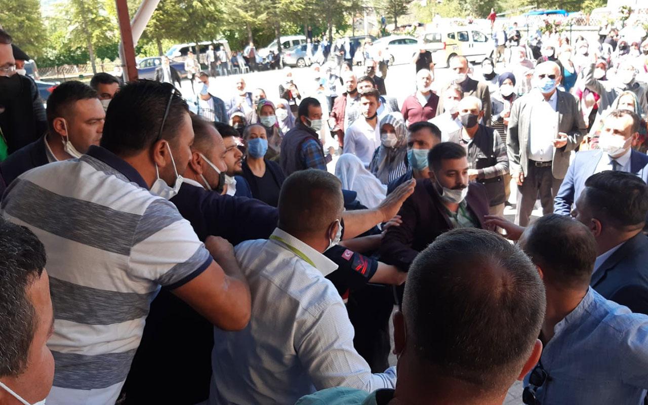 Seçimde kavga çıktı! Jandarma iki grubu biber gazıyla ayırdı...