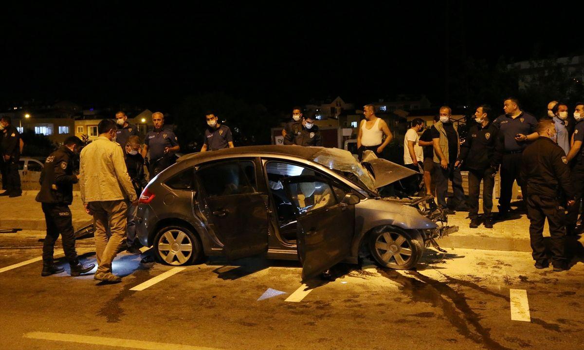 Çanakkale'de akıl almaz kaza! Astsubay ters yöne girdi, görev başındaki polisle çarpıştı