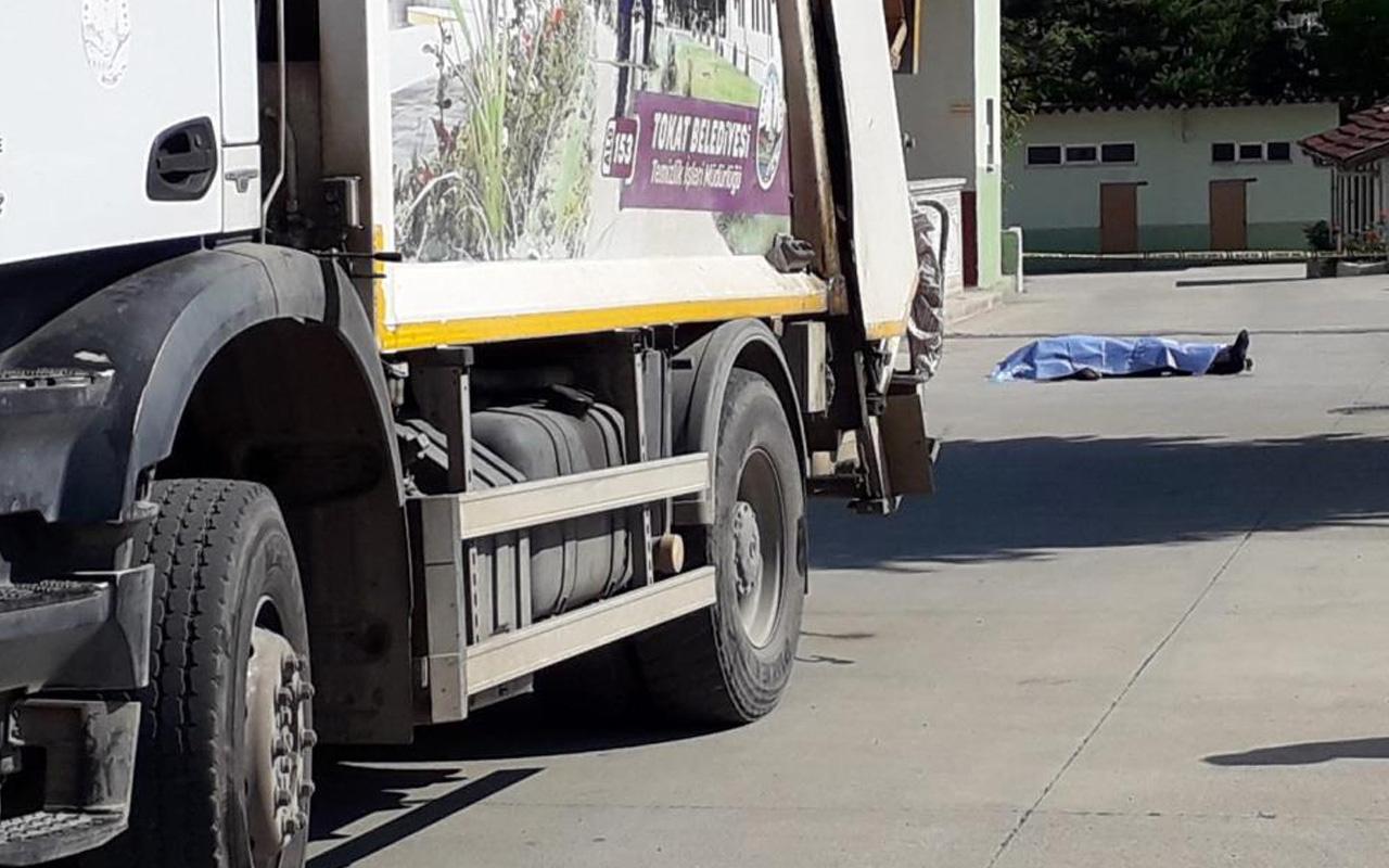 Tokat'ta asker emeklisi baba ve oğlu çöp kamyonunun altında kaldı!