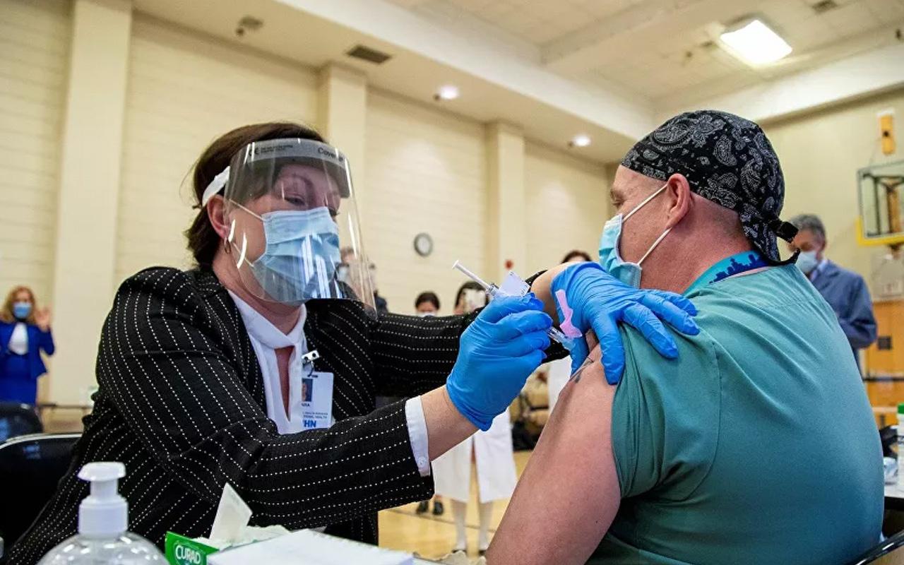 ABD'de koronavirüs aşısını olana esrar bedava verilecek!
