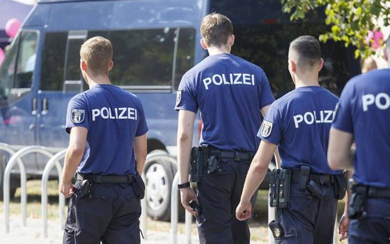Almanya'da aşırı sağ örgüt propagandası yapmakla suçlanan 20 polisin büroları arandı