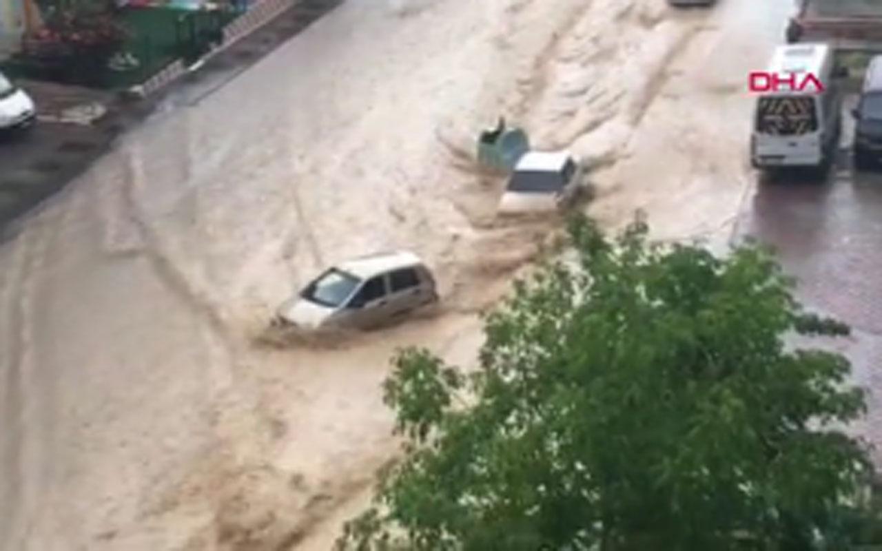 Ankara'da sağanak yağış sele dönüştü su baskınları yaşandı araçlar sulara kapıldı