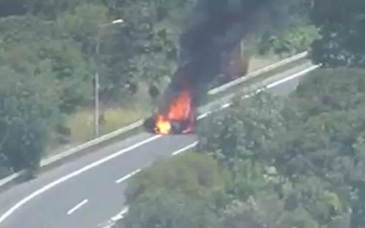 15 Temmuz Şehitler Köprüsü bağlantı yolunda otomobil cayır cayır yandı