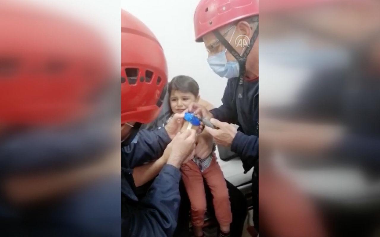 Parmağı damacana deliğine sıkışan 2 yaşındaki çocuk kurtarıldı