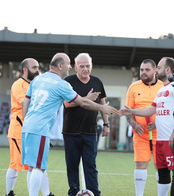 AK Parti İstanbul İl Başkanı Kabaktepe, ünlülerle 'dostluk maçı'na çıktı! Hakem Ahmet Çakar'dı