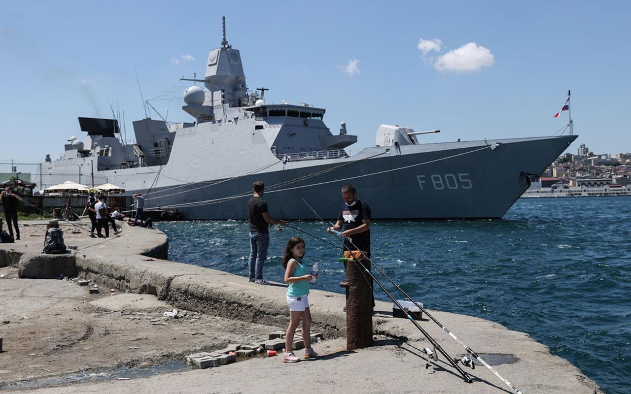 İngiliz Kraliyet Donanması'na ait savaş gemisi Sarayburnu'na demirledi