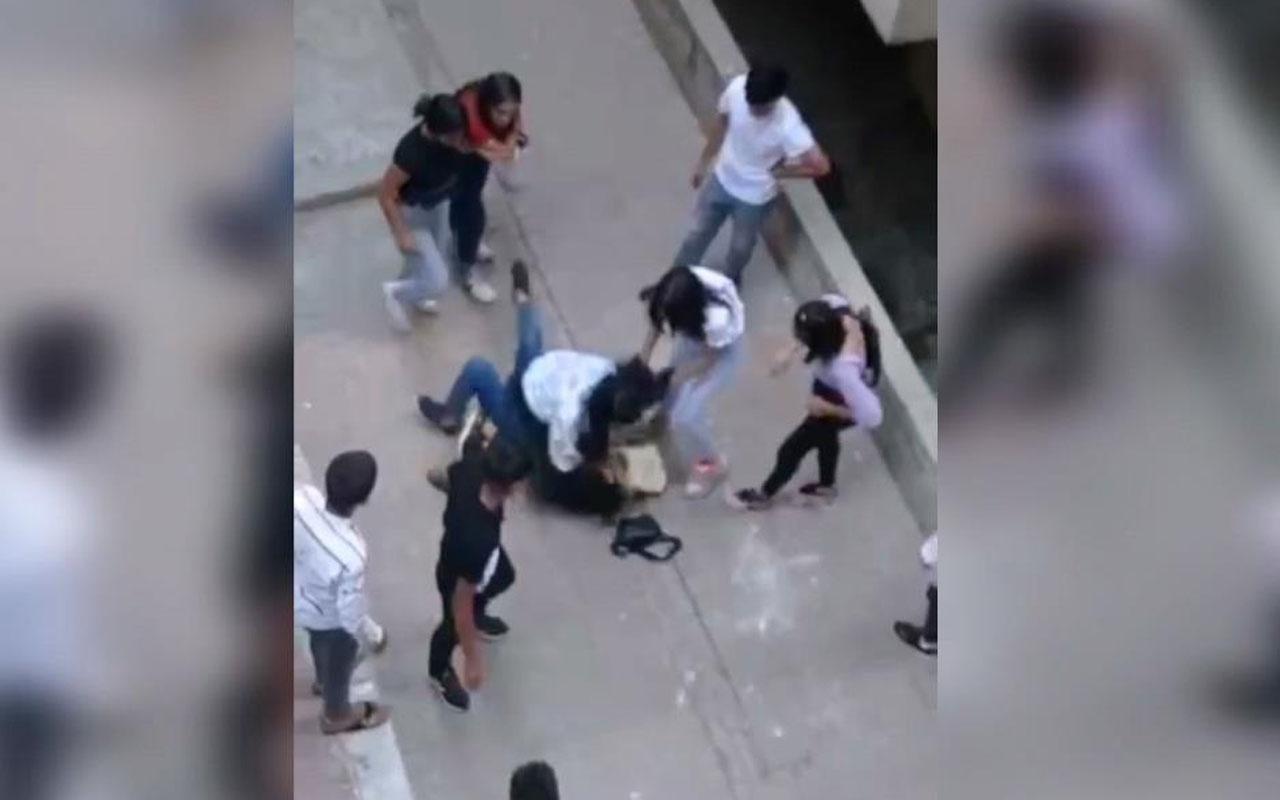 Şanlıurfa'da kızların tekme tokat kavgası kamerada